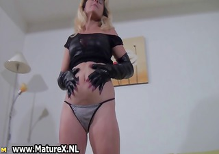 kinky blond mommy showing part0