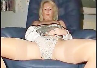blond mature ass close-ups