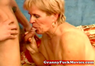 older amateur whore sucking cock juice